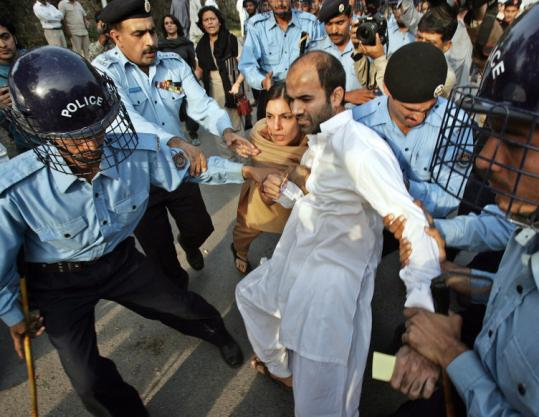 Islamabad Police beating up a protester