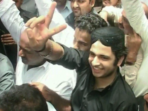 Shahrukh Jatoi flashes victory sign outside the court room after conviction